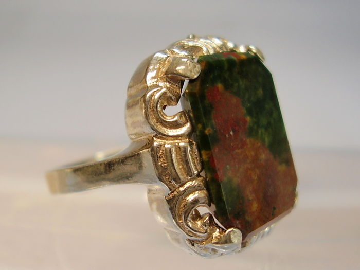 Antique ring with large, natural octagonal blood jasper = heliotrope weighing approx. 7 ct