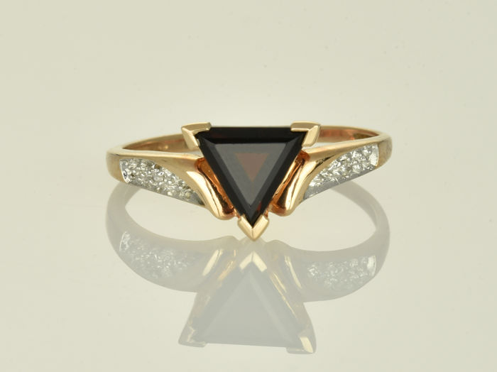 Rose gold ring of 14 kt  Garnet Size: 52 (ø 16.6 mm)