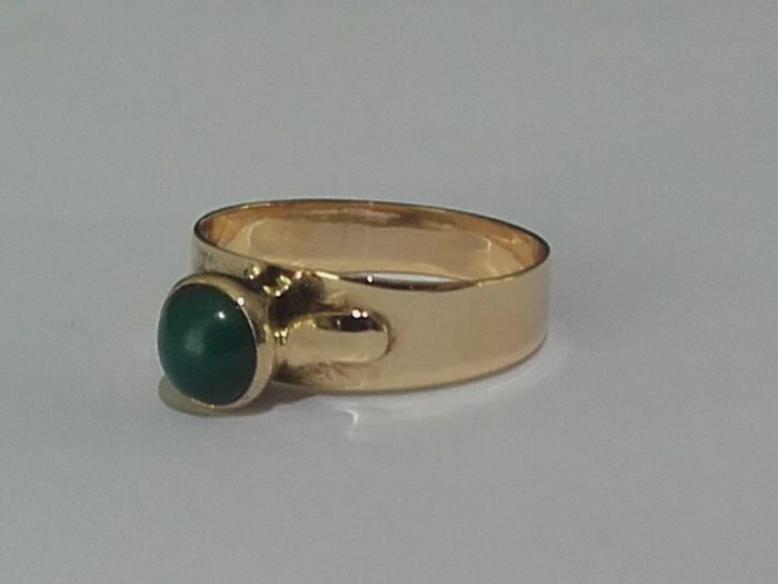 Beatiful 14k gold ring (year 1966/ N7) with a 0,75ct krysopras , size 17,60mm/ 2,52g***no reserve