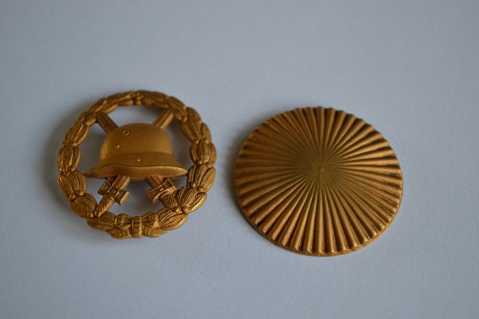 RARE badge of injured model in GOLD with screw WW1 German