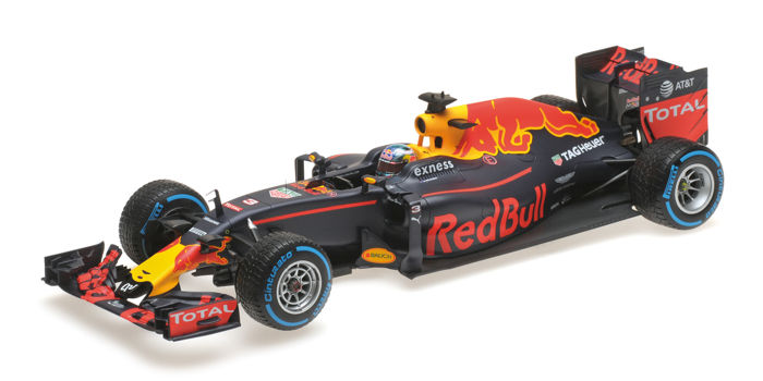 MiniChamps - 1:18 - Red Bull Racing RB12 D. Ricciardo Brazil GP 2016 - Limited Edition or 250 pcs.