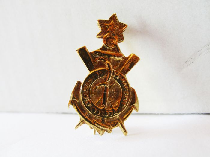 "18 kt gold brooch ""STELLA MARIS"" Dimensions 24 x 14 x 9 mm"