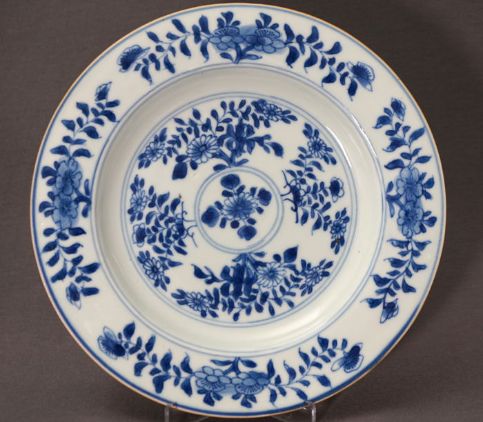 Flat platter with decoration of blossom branches - China - around 1740