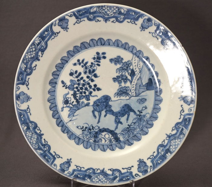 Special plate with a deer decoration - China - Qianlong period (1735-1796)