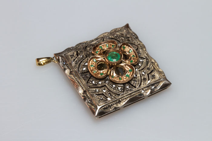 Pendant in 18 kt yellow gold and silver with emeralds and diamonds