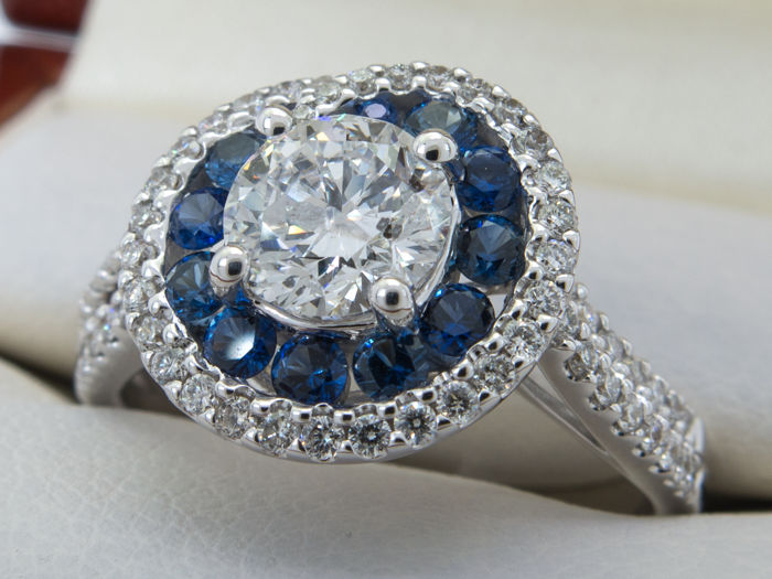 1.91 Ct - 0.85Ct solitare brilliant / diamond central. Sapphire & diamonds - No Reserveprice