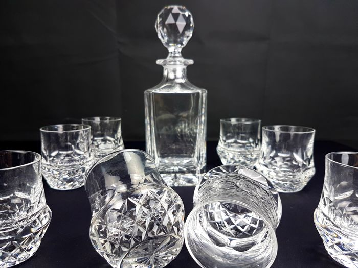 Val Saint Lambert - Service for whiskey, glasses and bottle in shining cut and carved crystal 9 pieces (Signed 9)