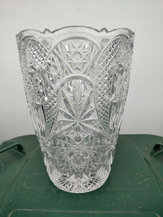 Vase in crystal finely engraved with flower