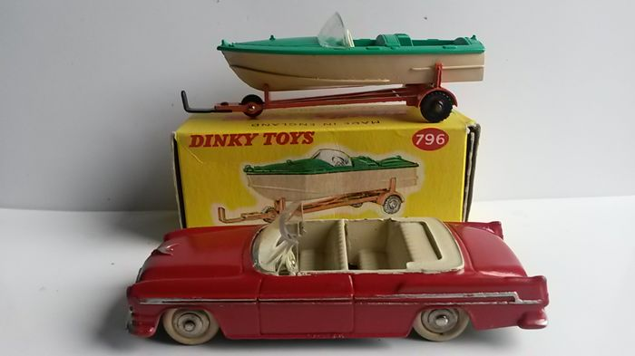 Dinky Toys - 1:48 - Chrysler Convertible + Healey Sports Boat