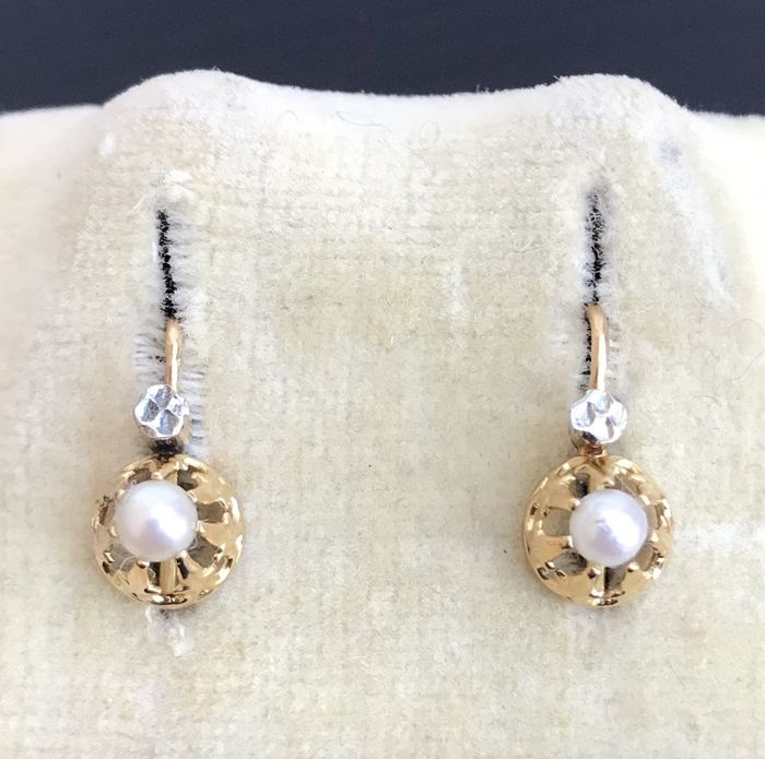 18 kt gold sleeper earrings from the 19th century, decorated with fine pearls ** NO RESERVE PRICE **