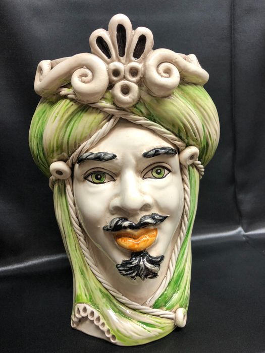 Handcrafted vase in Caltagirone ceramic depicting a Moorish Head (Man) - decorative object height 28 cm with green decoration