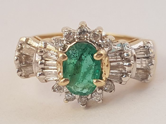 Vintage natural emerald ring with 0,49 cts diamonds - certificate