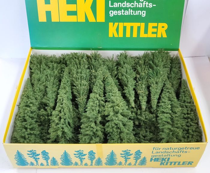 Heki H0 - 2042 - Scenery - 50x Stitch pines in the original packaging, 18-20cm