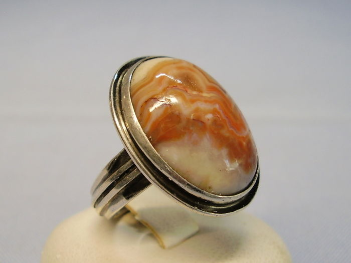 Antique ring with rare, large, Saxonian fortification agate weighing approx. 8 ct.