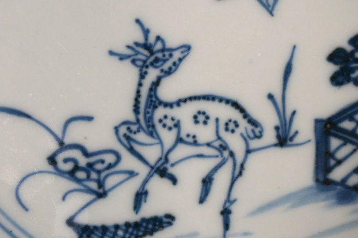 Flat plate decorated with a deer next to lingzhi in a flower garden - China - Qianlong period (1735-1796)