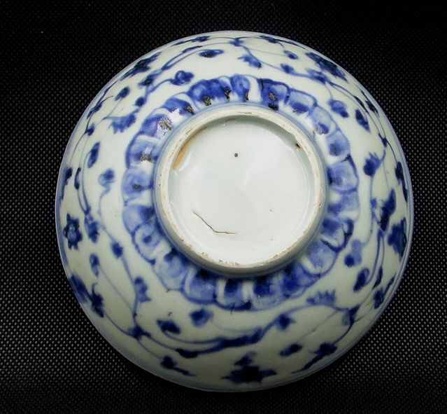 A blue and white bowl- China - Ming dynasty. 16th/17th C