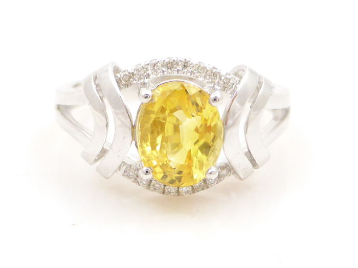 18 kt white gold ring with an intense yellow 1.46 ct sapphire and diamonds - size 17/53 - No reserve price
