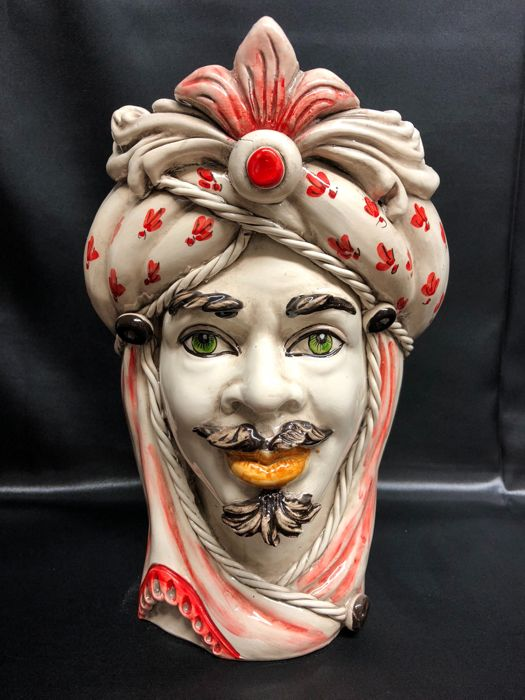 Handcrafted vase in Caltagirone ceramic depicting a Moorish Head (Man) - decorative object height 28 cm with red decoration