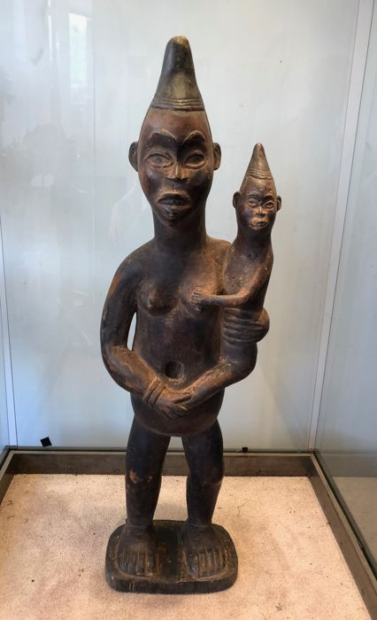 Large standing maternity figure carved in wood - YOMBE - Former Belgian Congo