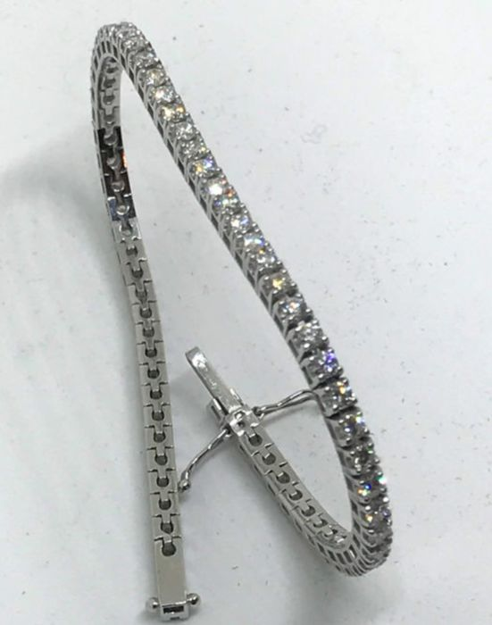Tennis bracelet in 18 kt white gold with 1.53 ct of natural diamonds F/VS1