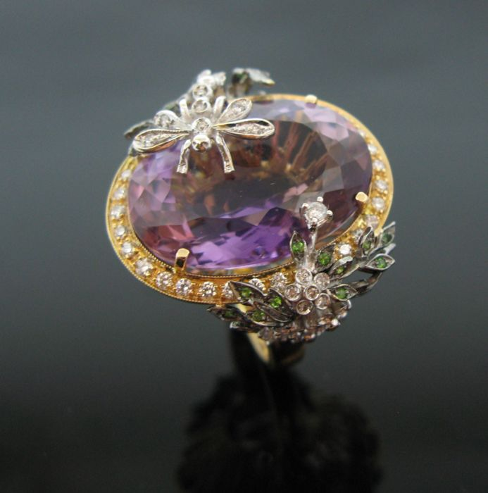 Georgeous 18 kt pink and white gold ring set with 1 amethyst oval faceted-cut 33 ct, 66 diamonds round-brillant cut 1,32 ct F/VVS1 and 24 emerald round-cut 0,24 ct.