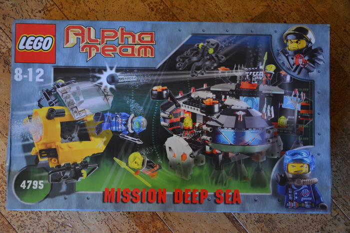 Alpha Team - 4795 - Ogel Underwater Base and Alpha Team Sub