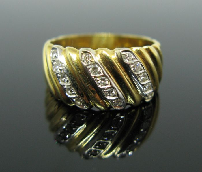 + No reserve price + Weight 5,5 gr - 18 kt yellow and white gold ring set with 15 diamonds huit-huit cut tot 0,30 ct F/VVS1