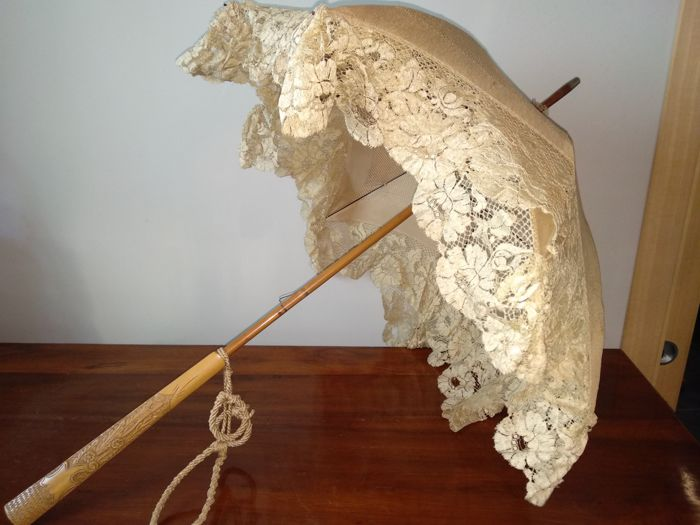 Silk and carved wood parasol from 1900 - France