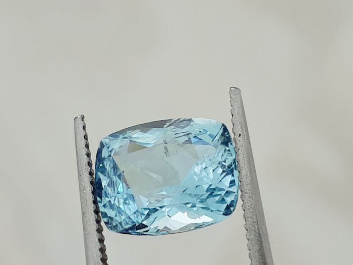 Aquamarine - Greenish Blue : 2.57 ct - No reserve price