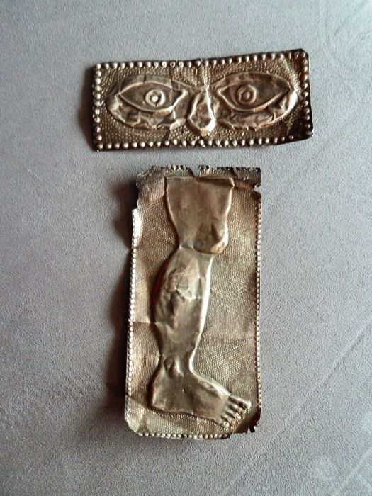 Extremely rare pair of ex voto in thick silver one for the protection of the legs, the other for the eyes