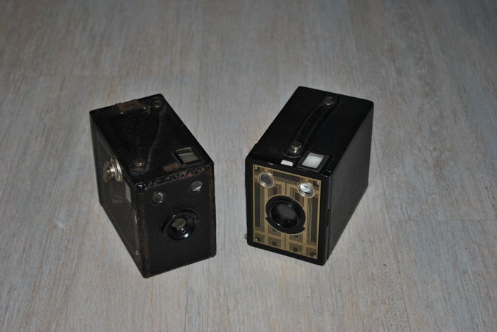 Lot of 2 old cameras Kodak Brownie (six-20) and Balda Box Poka (Germany)