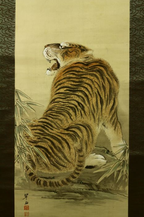"Hand painted hanging scroll - Signed 'Suiseki' 翠石 - ""Tiger under moon"" - Japan - ca. 1930-40 (Showa Period)"