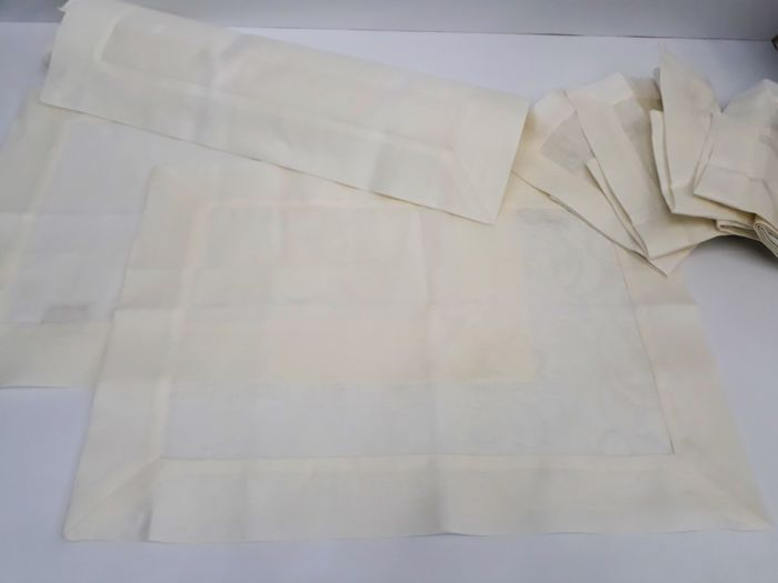 1989 set for breakfast, lunch or dinner for 8, in 100% jacquard weaving linen