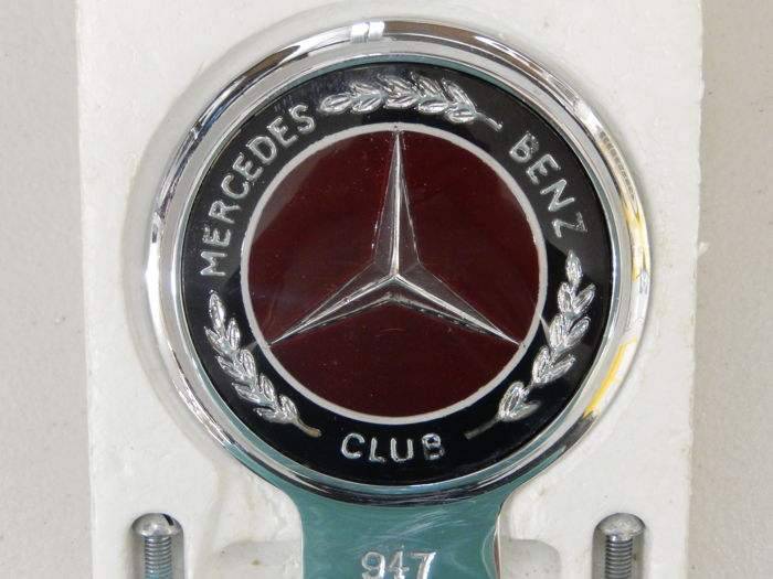 Insignia - Automotif Mercedes Benz Club  Car Badge in Box - 1970