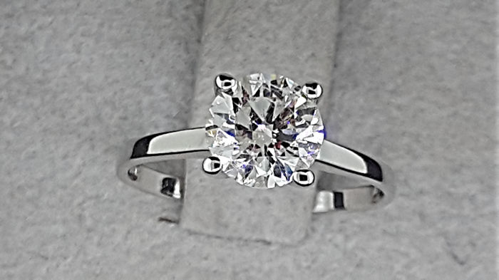 1.12 carat E/SI1 Round Diamond Solitaire Engagement Ring in Solid White Gold 14K