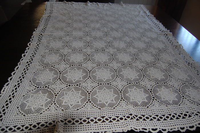 Tablecloth made of yarn, entirely handcrafted, 2nd half of the 20th century
