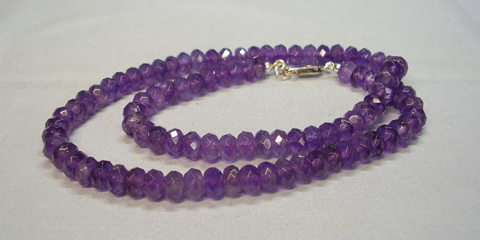 Faceted designer necklace made of natural amethyst rondelles totalling 150 ct on white gold clasp