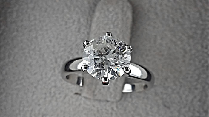 AIG 2.09 carat Round Diamond Solitaire Engagement Ring in Solid White Gold 14K