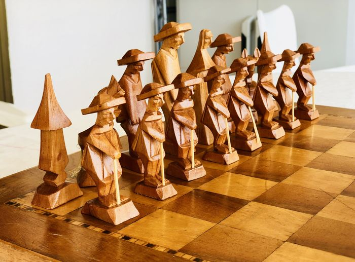 Chess of Franciscan monks of oak with board