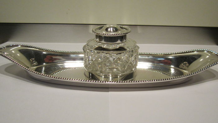 Sterling Silver Ink well on tray with centred edges - William Hutton & Sons - London - 1901