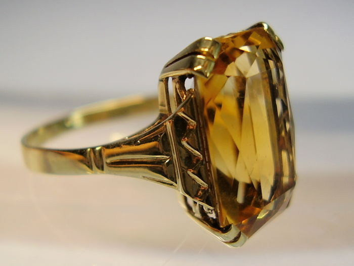14 kt Art Deco ring with octagonally faceted natural scissor-cut citrine weighing 8 ct.