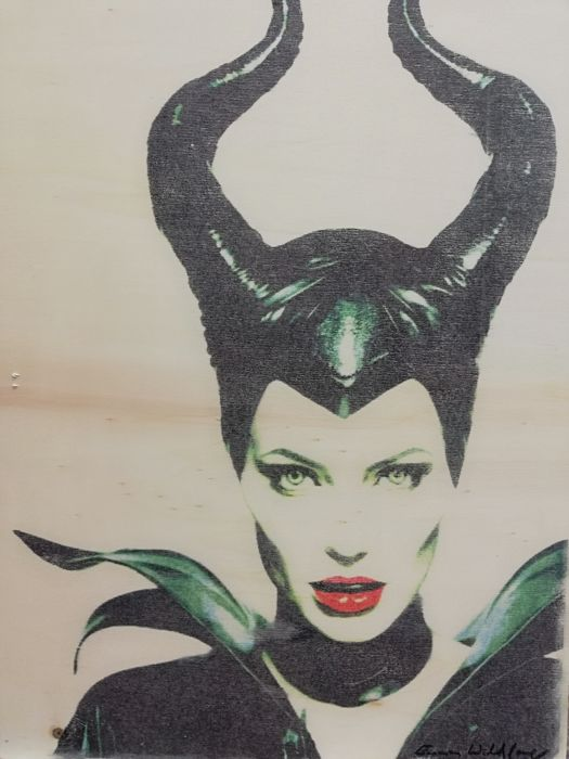 MALEFICENT - Angelina Jolie - Original Artwork on a wooden plate - measurements 29,8 x 42cm - Artist Emma Wildfang