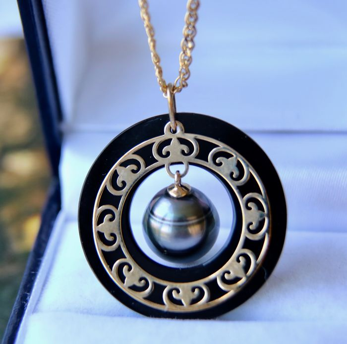 Gold necklace rare with gold pendant set tahiti pearl inside an gold necklace rare with gold pendant set tahiti pearl inside an onyx circle with aloadofball Image collections