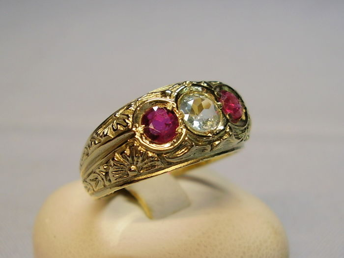 Antique 14 karat gold ring with faceted, aquamarine (0.30 ct) and two rubies (total of 0.50 ct)