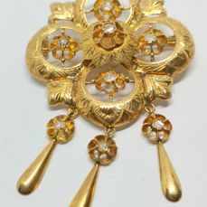 Brooch in yellow gold of 18 kt - with antique cut diamonds - total 0.40 ct