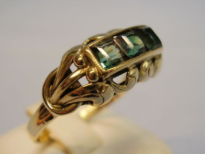 Antique 14 kt signed Art Deco ring with green faceted tourmalines weighing 1 ct, NO RESERVE