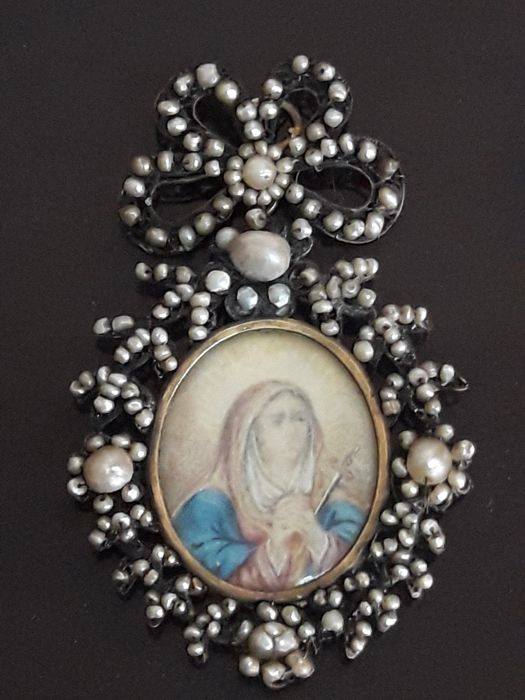 Great reliquary in 14 carat gold, , 'aljofar' pearls (oil painting over ivory plate) - 18th century