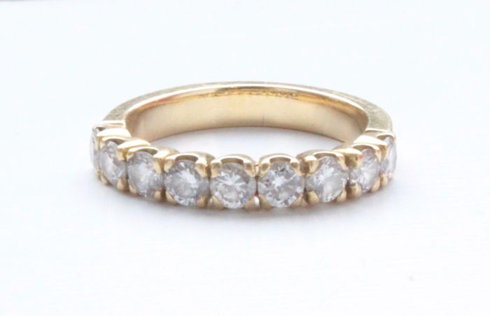 18 karat yellow gold ring inlaid with diamond, ring size: 16