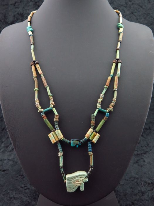 Ancient Egyptian Faience ketting met vier Horus oog amuletten - 52 cm - (1)
