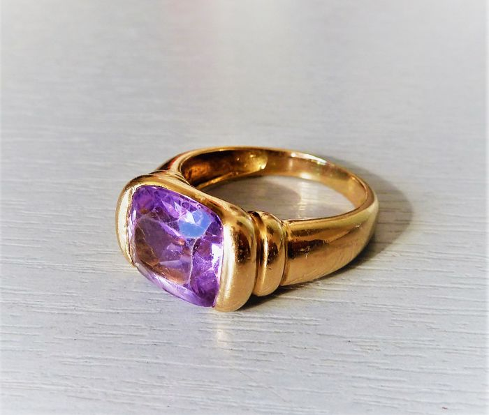 Old 18 kt gold ring, tested, set with an amethyst